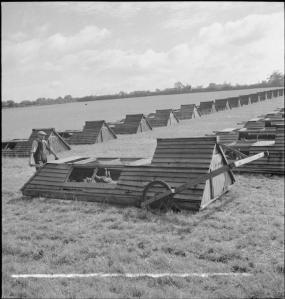Hühnertraktoren von 1943 in Großbritannien zum Thema Modern Farming!